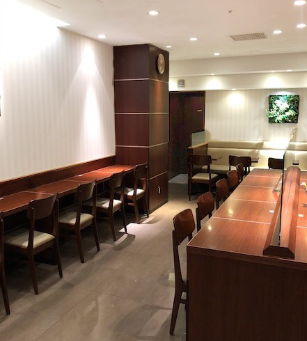 ドトール・コーヒーショップ 平塚ユーユー駅前館店の壁カウンター