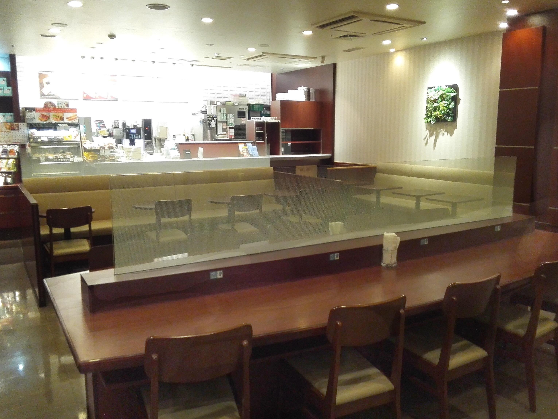 ドトール・コーヒーショップ イオン東神奈川店座席の奥から写真