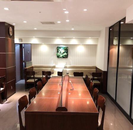 ドトール・コーヒーショップ 平塚ユーユー駅前館店の中央テーブル